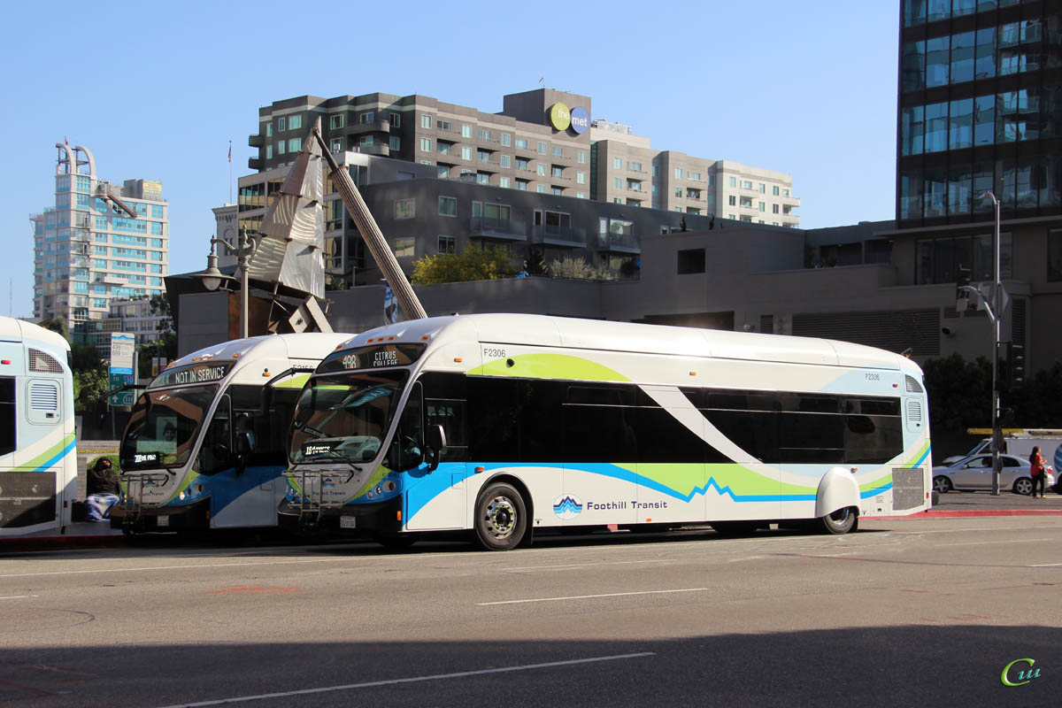 Лос-Анджелес. NABI 42-BRT CNG 1459304