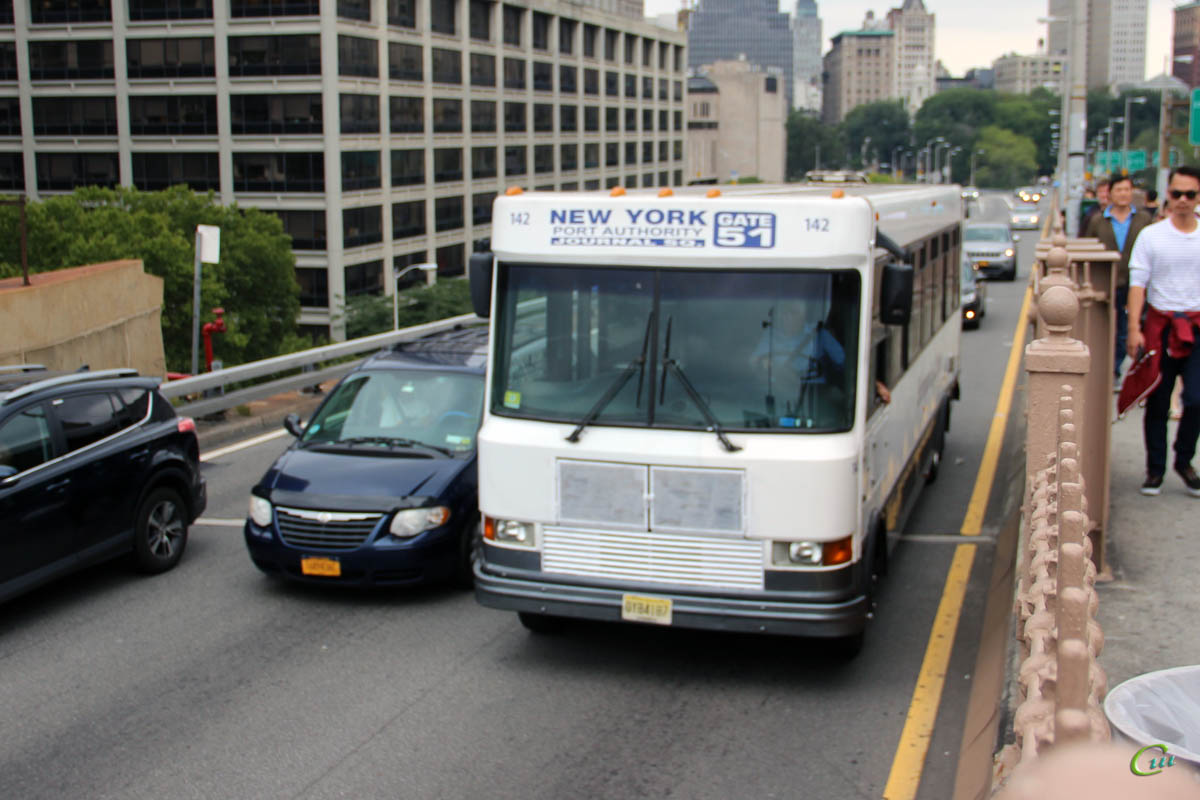 Нью-Йорк. StarTrans Bus President OYB4187