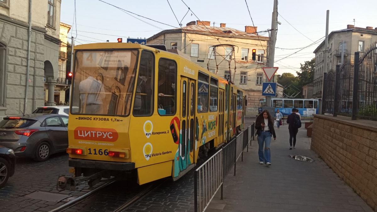 Львов. Tatra KT4D №1166