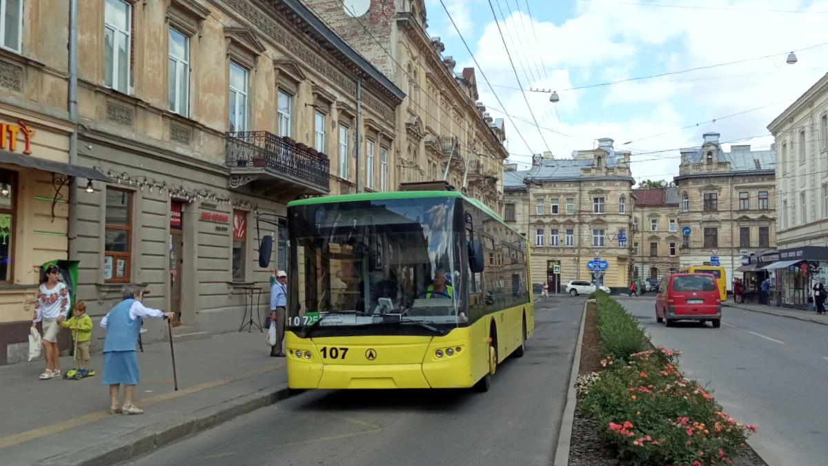 Львов. ЛАЗ-Е183 №107