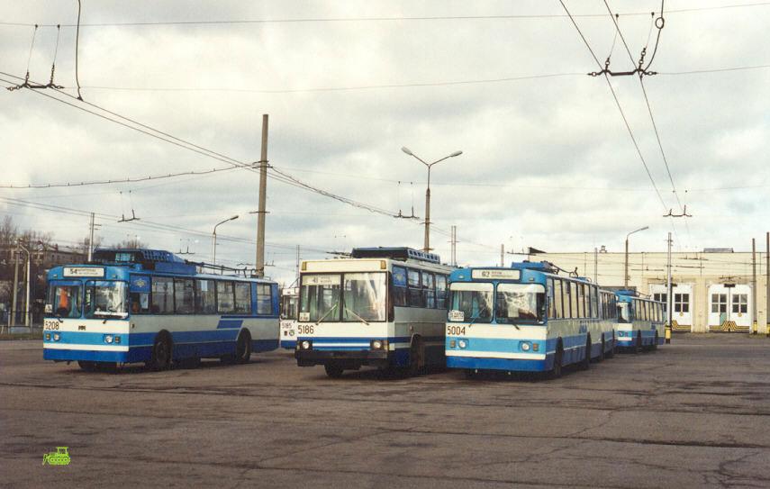 Минск. ЮМЗ-Т1 №5186, ЗиУ-682В-012 (ЗиУ-682В0А) №5004, АКСМ-101 №5208