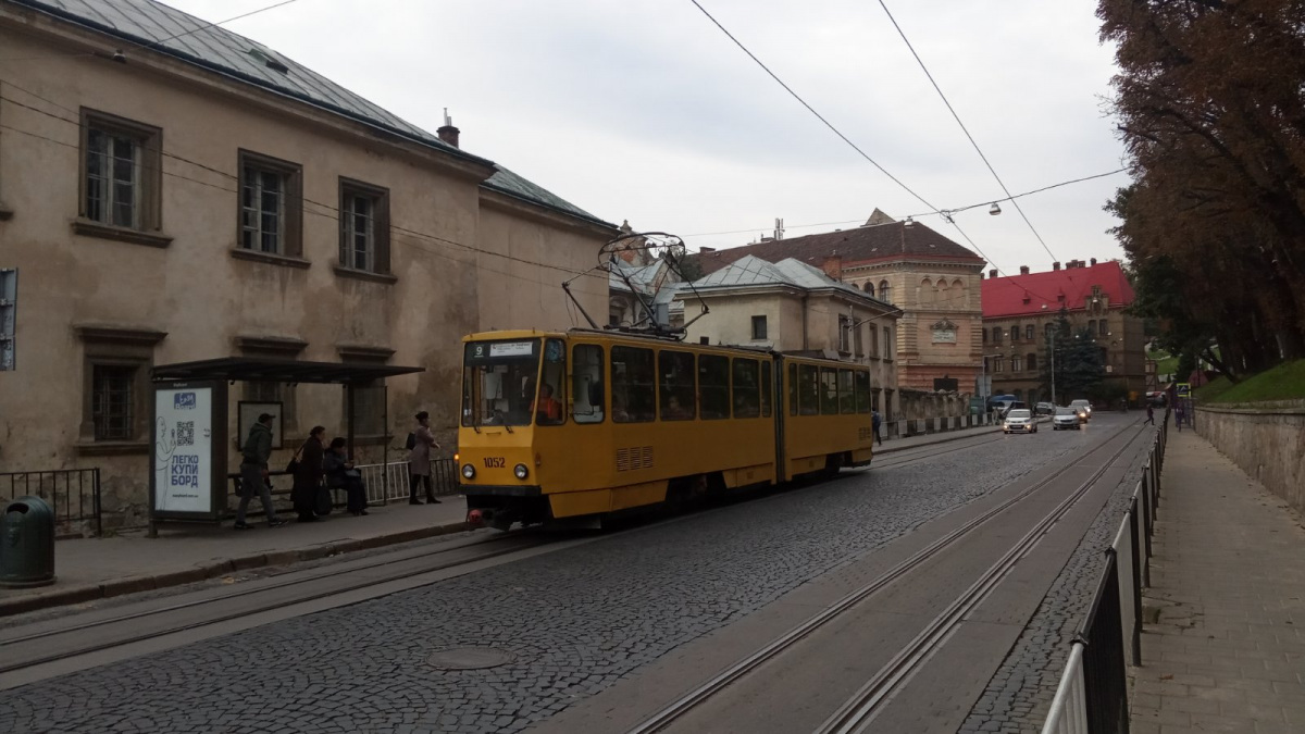 Львов. Tatra KT4SU №1052