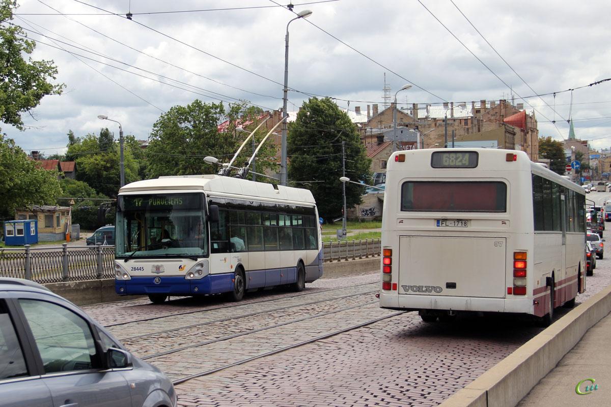 Рига. Škoda 24Tr Irisbus Citelis №28445, Säffle 2000 (Volvo B10M-65) FL-1718