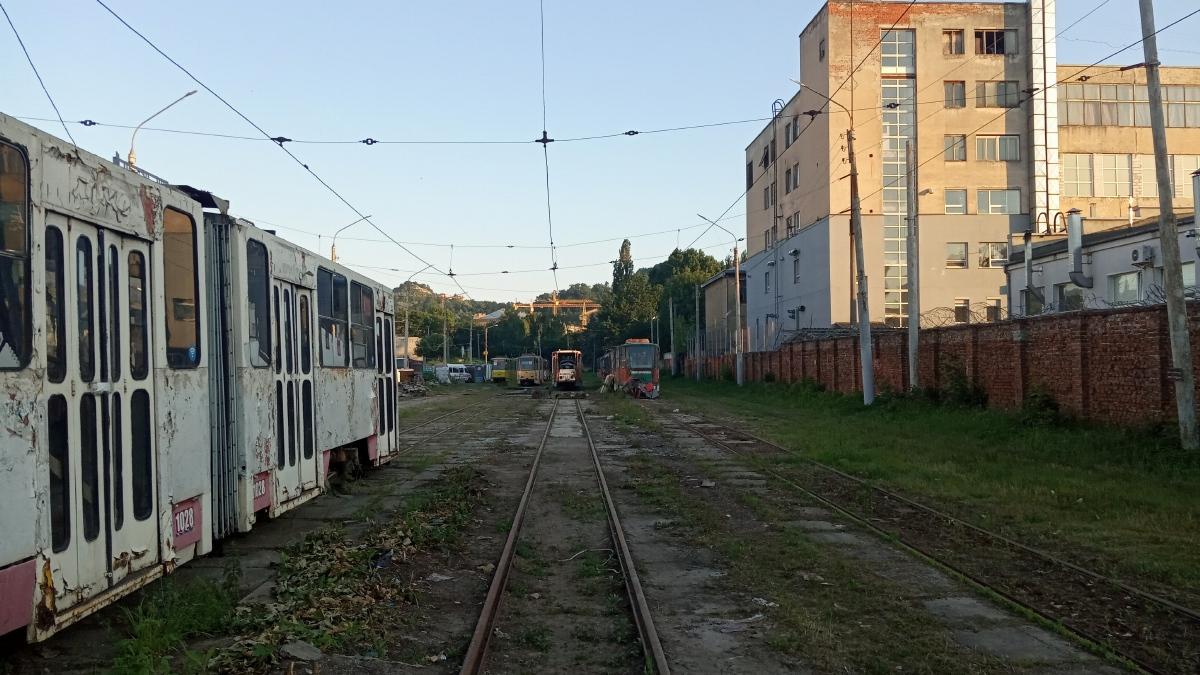 Львов. Tatra KT4SU №1028, Tatra KT4SU №1092, Tatra KT4SU №1159, Tatra KT4SU №1001, Tatra KT4SU №1023
