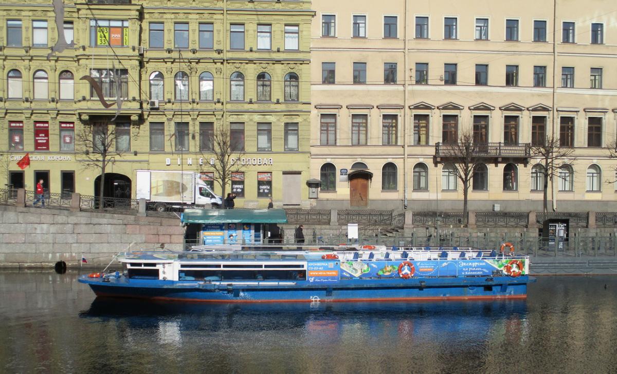 Санкт-Петербург. Теплоход Кронверка (проект Р-118, тип Фонтанка)