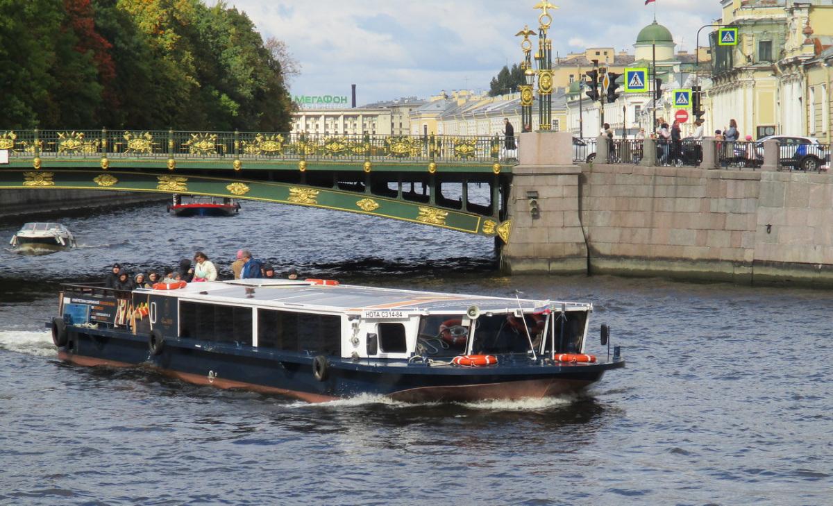 Санкт-Петербург. Теплоход Нота (проект 82510, тип Фонтанка)
